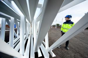 I januari är det mesta av väggarna uppe, konstaterar platschef Daniel Andersson.