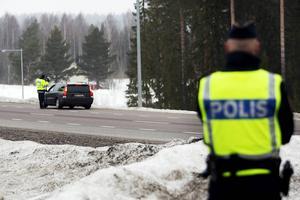 Länstrafikgruppen i Västernorrland och Jämtland har samarbetat i en gemensam insats för att kontrollera yrkesfordon. Även privatbilister med släp har kontrollerats. Bilden är från ett annat tillfälle.