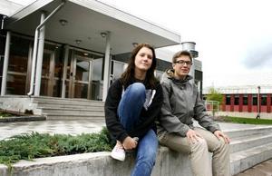 """ELEVINFLYTANDE. Sofia Björk och Herman Andersson är två av eleverna på Sandvikens gymnasieskola som har drivit igenom en praktikvecka för alla elever på samhällsprogrammet. """"Jag tror alla vill ha lite omväxling och inte bara sitta framför böcker"""", säger Herman Andersson."""