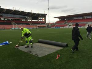 Behrn arenas konstgräs åtgärdades under söndagen.