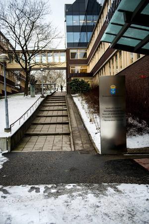 Mannen från Timrå har ansökt om ersättning om 150 000 kronor hos JK.