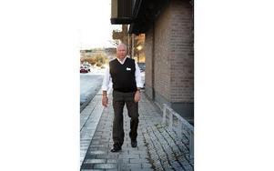 Håkan Romlin håller ofta föredrag om sin väg tillbaka efter stroken, bland annat åt patientföreningen, Trafikverket där han arbetade som projektchef och åt Dalarnas Idrottsförbund där han är aktiv. Foto: Staffan Björklund