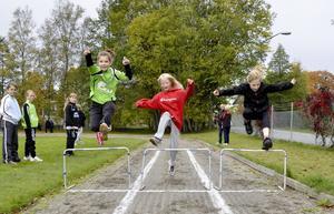 Hej hopp. Elfride Bergman, Nina Forsberg och Julia Rosenlind går alla i femman på Finnerödja skola.