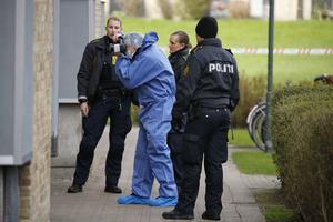 Polisen arbetar vid Kobbelvænget i Brønshøj där flera personer hittats döda.
