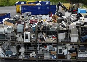 IVL Svenska Miljöinstitutet och Avfall Sverige har studerat vart kemikalierna tar vägen i avfallshanteringen. Foto: Björn Tilly / TT