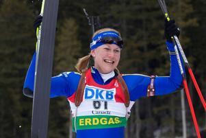 Helena Jonsson tog hem segern i gårdagens sprinttävling i Kanada. I och med segern klev hon också upp som ledare i den totala världscupen.  Foto: Scanpix