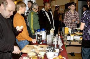 Matnyttigt. Många åsikter och argument dryftades över fikat när Bredsjö Hällefors arbetarteater, BHAT, arrangerade Vinterfest.
