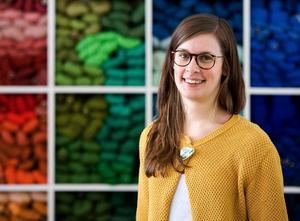 Frida Lindberg från Alice Lund textilier medverkar i diskussionen om textilkonsten.