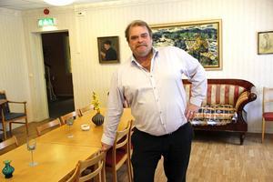 Roland Bäckman, enhetschef för hemtjänsten i Färila säger att personalen absolut inte får ha parfym i tjänst.