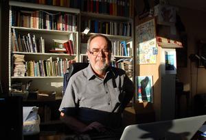 Bo R Holmberg är författare och dramatiker, bosatt i Örnsköldsvik.