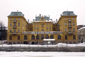 I snart 110 år har Gamla Grand imponerat på flanörerna med sin pampiga trerrass och sin utstrålning av lyxhotell. Och kanske kan det gamla hotellet återuppstå.