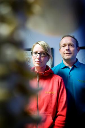 Sjukgymnasterna Petra Nässelqvist och Tomas Ersson är oroliga för vad som ska hända efter årsskiftet då ett 20-tal sjukgymnaster och naprapater i länet förlorar sina vårdavtal med landstinget. Vart deras patienter ska ta vägen vet ingen idag.