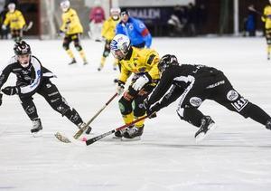 Linus Pettersson och övriga SAIK-spelare har bara släppt in två mål på två matcher mot Broberg och skaffat sig ett drömläge att avgöra kvartsfinalserien redan på torsdag.