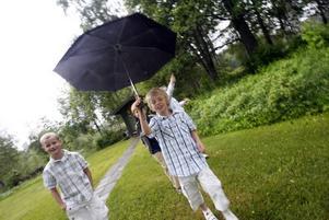 Egentligen var det inplanerat en picknick i det gröna men den får flyttas in i Åbyggeby skola i stället.