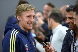 Emil Forsberg i mixade zonen efter söndagens fotbollslandskamp mellan Sverige och Wales på Friends Arena i Stockholm.