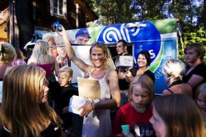 För att fira publikrekordet bjöd Linda Netsman på glass till alla gäster.