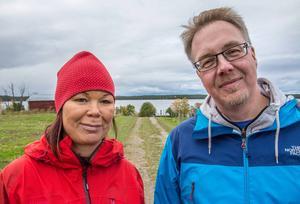 Catherine Albinsson Eriksson och Per Eriksson väntade tålmodigt på att dottern skulle komma tillbaka från kosafarin i Fannbyn.