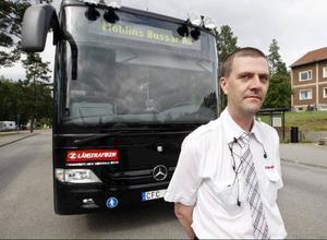Inte ens chaufförerna tycker att den svarta färgen är lyckad. – Jag förstår dem som klagar, säger Kurt Österhof, som jobbar på sträckan Östersund-Brunflo.