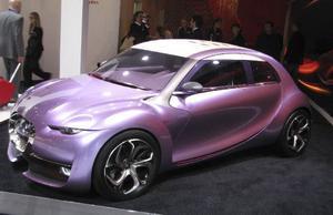 Citroën hade en jättemonter i Paris och visade många härliga designdrömmar, som denna lila skapelse som har mycket retro över sig.