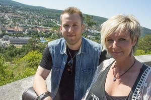 Stefan Nordlander och Jessica Falk spelar på Hamnyran klockan 19.00 på lördagen.
