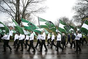Fjolårets demonstration i Borlänge samlade några hundra som gick i NMR-tåget. 1 maj i Falun väntas fler sluta upp med nazisterna.