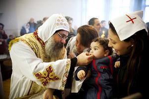 Biskop Abakir firade mässa med både stora och små i Lövåsen.