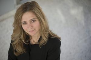 Samar Yazbek flydde från krigets Syrien efter att hon hotats till livet. Nu är hon aktuell med sin första roman på svenska.