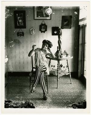 Originalbilden är tagen cirka 1905 av Ernest J. Bellocq. Den har sedan återskapats mellan 1953–1963. Bilden publiceras med tillstånd av The Historic New Orleans Collection, museum och forskningscenter.