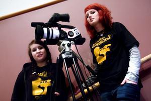 Cecilia Larsson och Sofia Olsson går i trean på Lugnets Medieprogram. De har gjort en film om en ung tjej som mår dåligt.