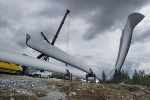 Det byggs vindkraftverk på många håll.