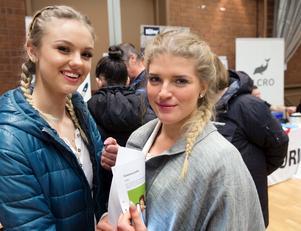 Jobbsugna. Hanna Ankerhag och Ella Fridman är båda ute efter jobb på Ica.