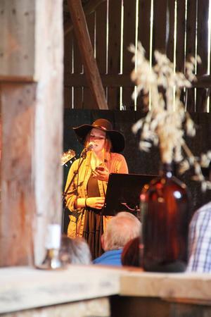 Louise Rosén framförde bland annat Wolf av First Aid Kit.