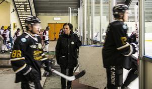 Helene gillar ivern, glöden entusiasmen som finns i Sollefteå Hockey.