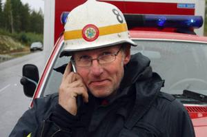 Styrkeledare Stig Jonsson i Hassela hoppas att bantningen blir tillfällig. Han tycker att Norrhälsinge räddningstjänst istället ska överväga att ta bort en deltidkår helt.