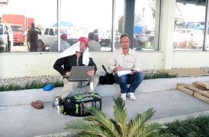 Stefan Åsberg jobbade ihop med fotografen Daniel Hols från Falun under dagarna i Haiti.