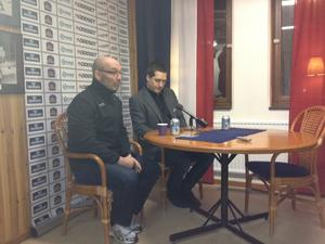 Mats Waltin och Sam Hallam under presskonferensen.