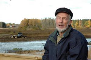 FÅGLAR. Per Lindgren, Föreningen Tegelsmorasjön, säger att rensningen främst gynnar olika fågelarter. Men Lindgren tillägger att det också gör att sjön syns från kyrkbacken.