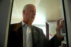 Oppositionsrådet Lennart Oscarsson, s, säger att kommunen tvingas skärpa säkerheten på grund av att samhällsklimatet har hårdnat.
