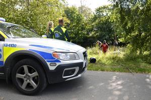 Kläder och en moped hittades vid Selångersån på fredagen. Polisen misstänker ett samband med ett rånförsök i Sundsvall.