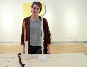 Pernilla Jonsson, konstnär och konstnärlig ledare vid Meken får stipendium av landstinget.