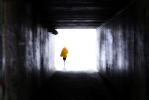 Vid den här gångtunneln i Bydalen överfölls den 15-åriga flickan av en man som enligt henne är mellan 50 och 55 år.