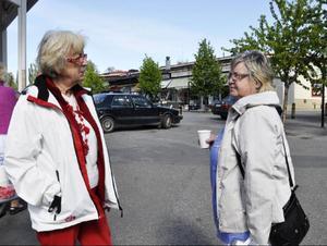 Marianne Stålberg och Mona Wikström diskuterade de höga elpriserna:– Människorna måste gå samman och protestera.