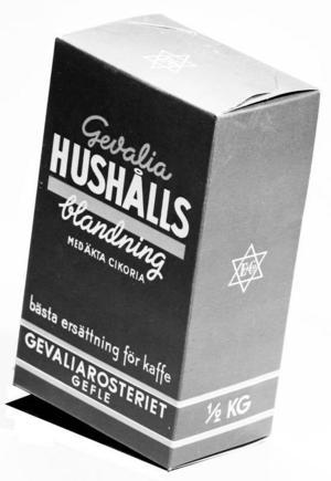 Gevaliasurr. Surr kallades kaffesurrogaten som dök upp under de båda världskrigen. Gevalias hushållsblandning från 1940-talet innehöll cikoria, som var en vanlig ersättning för riktiga kaffebönor.