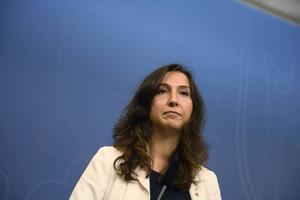 Gymnasie- och kunskapsminister Aida Hadzialic (S) fastnade i torsdags kväll i en nykterhetskontroll och lämnar regeringen.