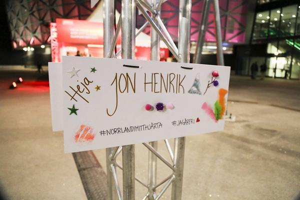 Några av fansen fixade den här hälsningen utanför Friends Arena.