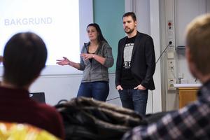 Teresia Edling och Anders Hären under inledningen av Midhack.