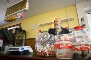 Tommy Pedersen berättar att butiken i Njutånger upphör. Sista april är slutdatum.