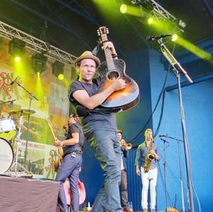 Frontmannen och sångaren Bo Sundström berättade att bandet besökt djuren i Furuviksparken under dagen.