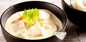 Chowder är en krämig soppa, här på irländskt vis med både mjölk och grädde.