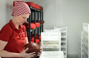 Anna Reyier satsar stort när hennes företag  Murboannas Ost expanderar.